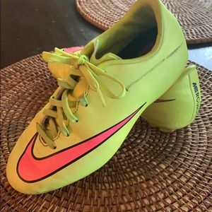 Girls Nike Cleats size 2.5Y